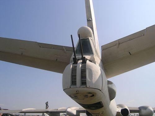kanon Nudelman-Rikhter NR-23 pada pembom Tu-16, juga digunakan pada An-12