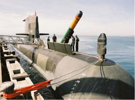 Proses loading torpedo pada Collins class