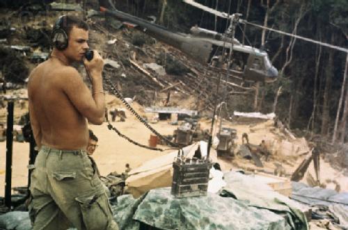 PRC-77 juga laris tampil di setiap film bertema Perang Vietnam