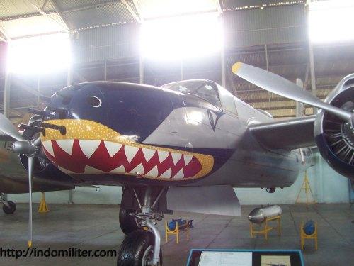 """Nose art berupa """"Shark Teeth"""" menjadi ciri khas pesawat di Skadron Udara 1, hingga kini diturunkan ke Super Tucano"""