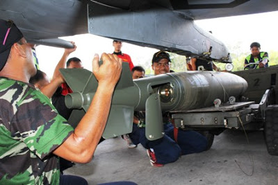 Instalasi MK82 pada jet tempur TNI AU