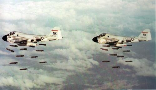Hujan bom MK82 saat operasi udara di Vietnam
