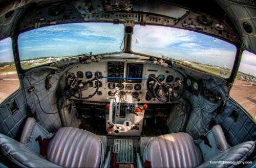 Tampilan kokpit AC-47