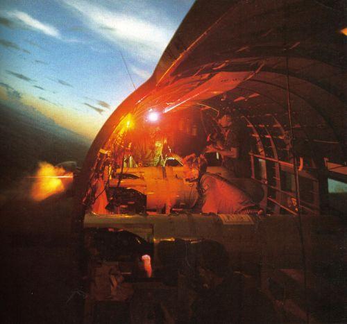 Suasana saat kanon AC-47 memuntahkan proyektil ke daratan