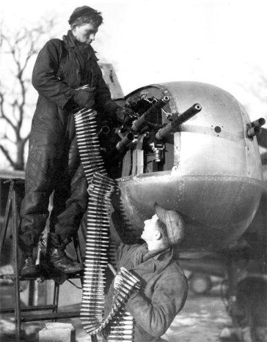 Foto loading amunisi di SMB 12,7mm