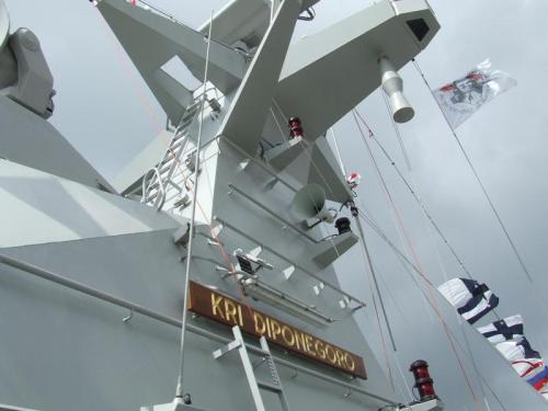 MW08 dilihat dari bawah menara pada KRI Diponegoro 365
