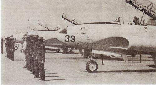 T-33A warna putih, versi yang tidak dimodifikasi dengan sistem senjata