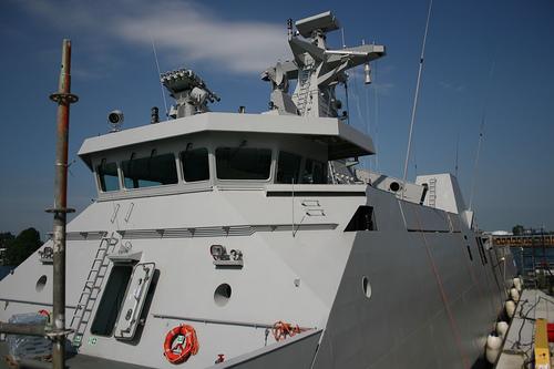 MW08 dapat dikenali sebagai perangkat yang ditempatkan paling atas dari menara kapal perang SIGMA Class TNI AL