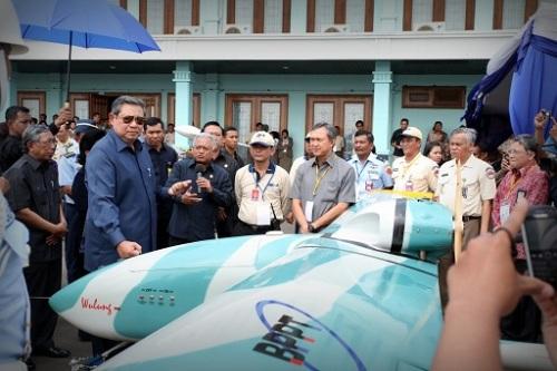 Presiden SBY saat meninjau Wulung.