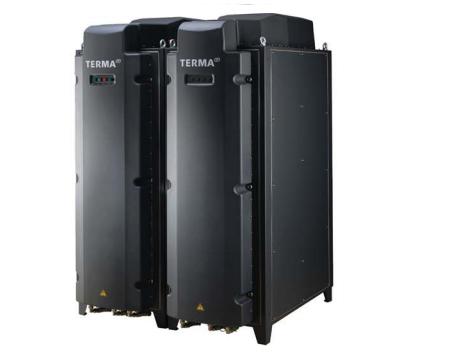 Perangkat transmisi dan utility rack SCANTER 4100, terletak di bawah dek, dibekali dengan pendingin air.