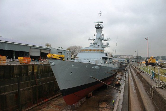 Salah satu Nahkoda Ragam class dalam proses docking