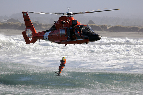 AS 365 Dauphin, andalan US Coast Guard dalam film Baywatch