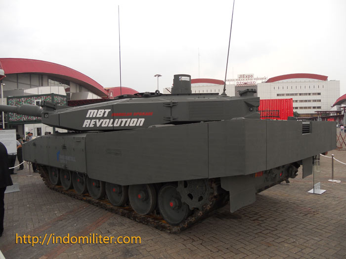 Leopard 2A4 Revolution dalam Indo Defence 2012,