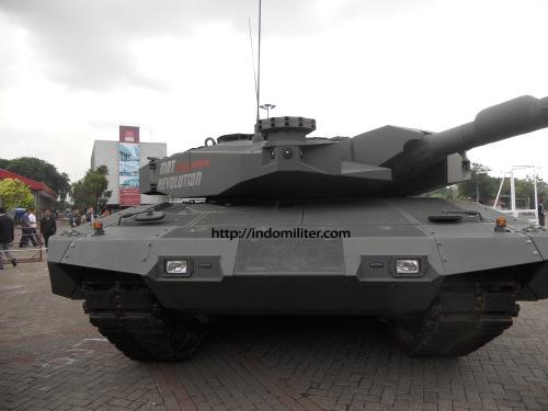 Leopard 2 A4 Ri (Revolution). Nantinya TNI AD akan menerima tank ini, lebih handal dibanding punya Singapura.