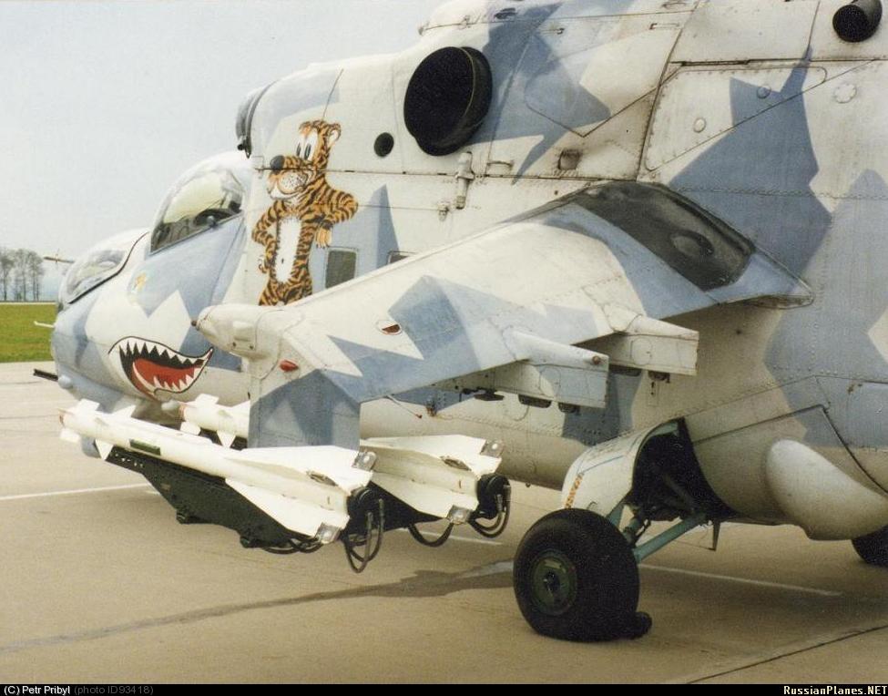 Nampak R-73 dapat dipasang pada heli serbu multiguna Mi-24 Hind. Secara teori heli Mi-35P Penerbad TNI AD pun bisa dipasangi rudal ini.