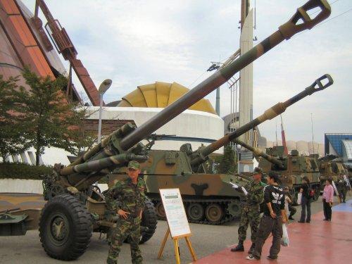 Tampil dalam sebuah pameran persenjataan