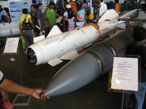 Tampilan Kh-29TE dan Kh-31P milik AU Malaysia dalam suatu air show.