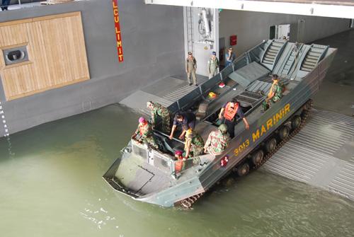 KAPA K-61 tengah bersiap meluncur dari dockwell.