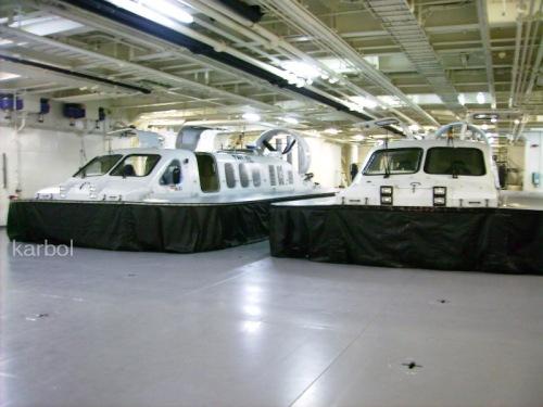 Hovercraft pun dapat masuk ke dalam LPD.