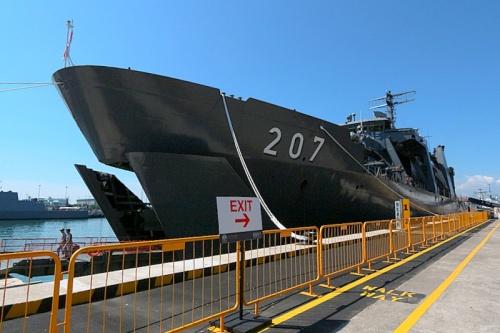 Dilengkapi front ramp, layaknya jenis kapal LST.