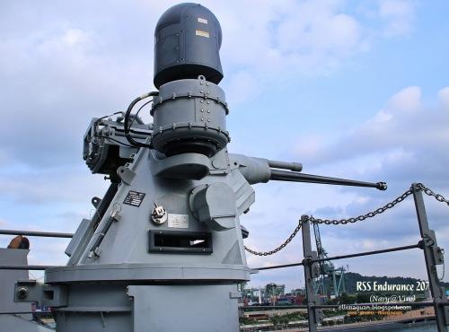 CIWS M242 Bushmaster 25mm sebagai penangkis serangan udara.