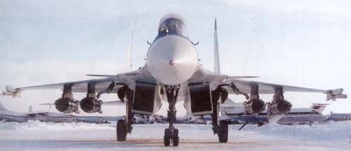 R-73 menjadi senjata standar pada Sukhoi Su-27/30. Rudal ini biasa ditempatkan pada kedua ujung sayap. Mirip pada pola Sidewinder.