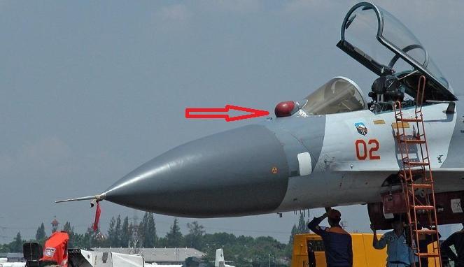 Dalam posisi parkir, EOPS-27 ditutup dengan pelindung untuk mengamankan sensor.
