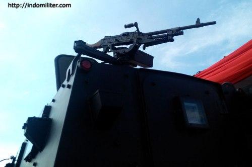 FN MAG 7,62 dipilih sebagai senjata di bagian belakang.
