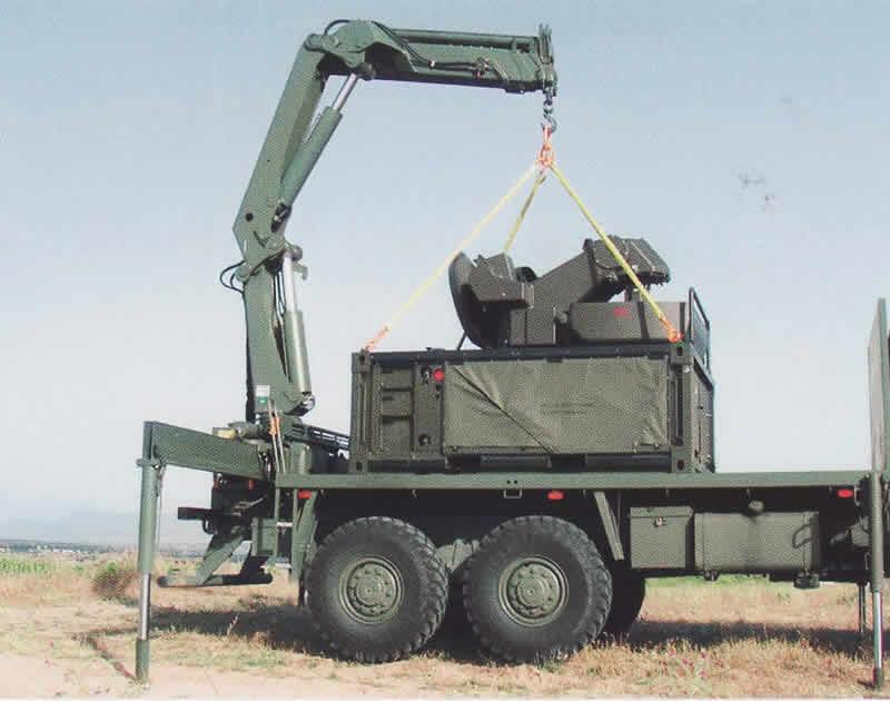 Proses unloading perangkat Skyshield dari truk pembawa.
