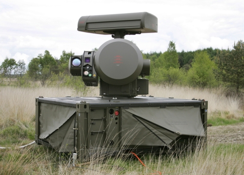 Unit sensor yang terdiri dari perangkat radar dan elektro optik.