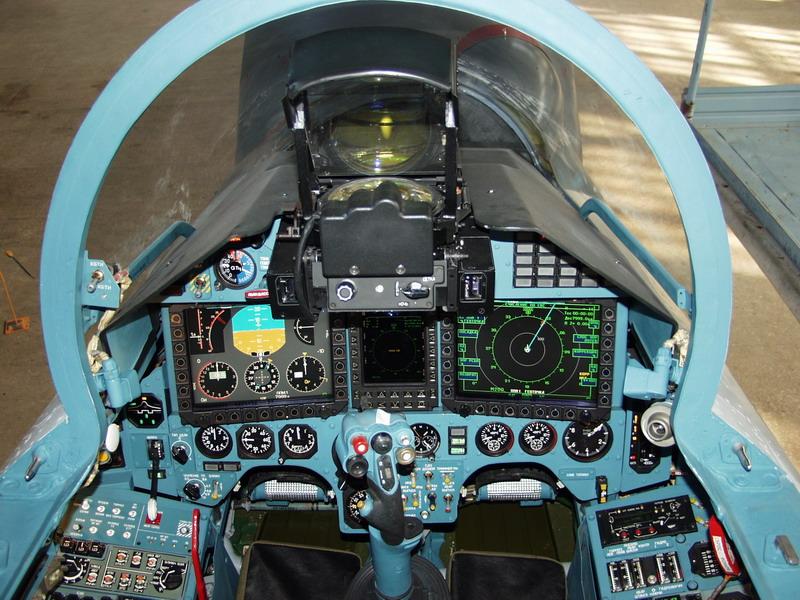 Tampilan kokpit Su-27.