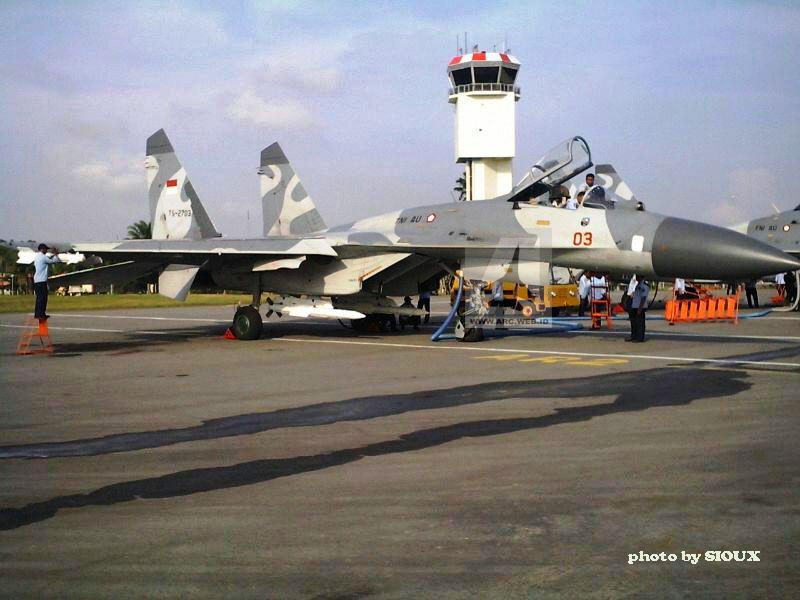 Sukhoi Su-27SK TNI AU dengan rudal R-77 dibawah air intake. Foto: ARC.web.id (Sioux)