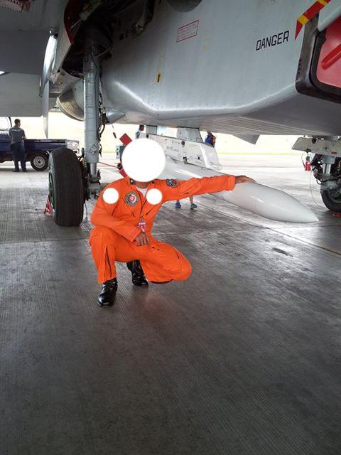 Penerbang Sukhoi TNI AU dengan R-77.