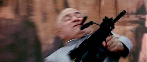 Ultimax dalam film Austin Powers.