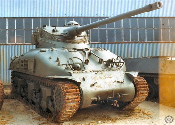 Tank Sherman juga sempat memakai kubah osilasi FL.