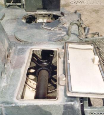 Palka loading amunisi pada bagian atas kubah.
