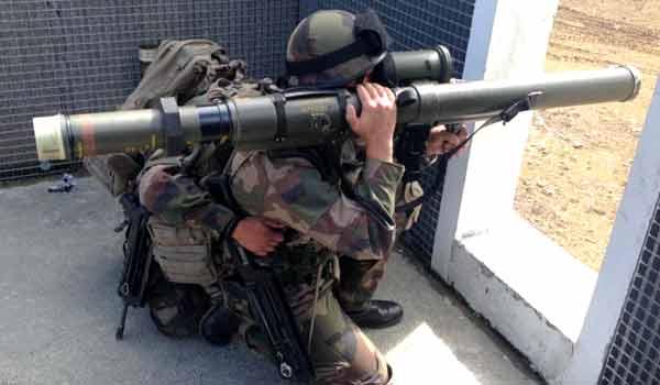 Aksi pasukan Perancis dengan LRAC 89.