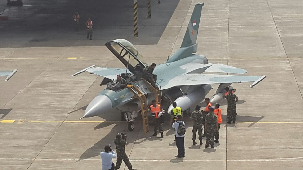 ​Истребитель F-16C Block 52ID http://indomiliter.com/2014/07/30/f-16-cd-block-52id-welcome-the-new-indonesian-fighting-falcon/ - Индонезия получила новую партию истребителей F-16C Block 52ID | Военно-исторический портал Warspot.ru