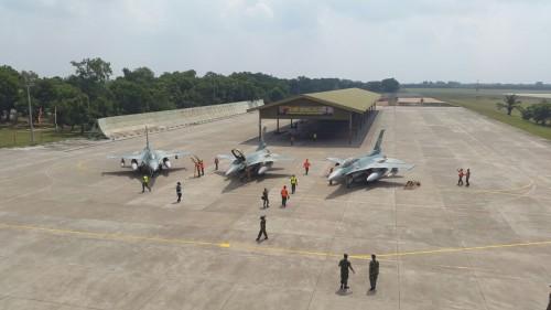 Gelombang Kedatangan Pertama F-16 C/D Block 52ID TNI AU di lanud Iswahjudi.