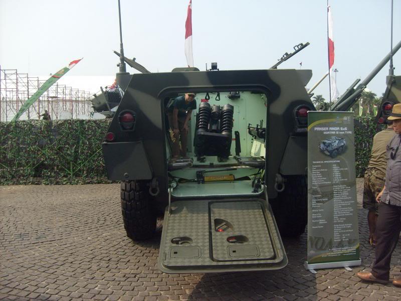 Tampilan belakang Anoa Mortar Carrier.