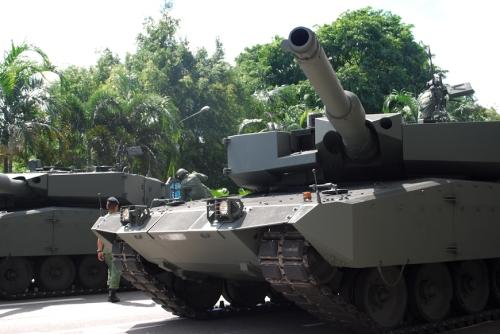 Leopard 2A4 Evolution milik Singapura, juga menggunakan meriam L/44.