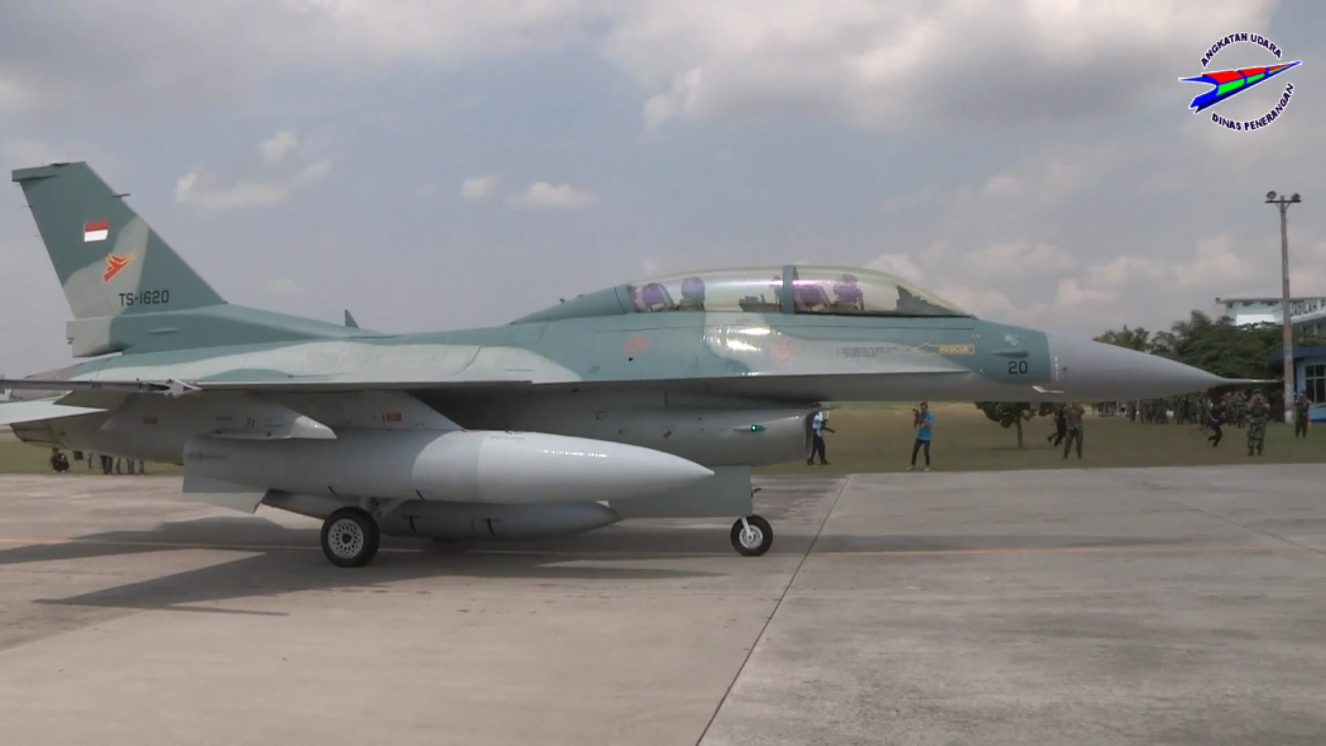 F-16 D (kursi ganda) Block 52ID TNI AU