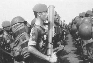 Old-Kopassandha-Soldiers-Holding-LRAC-89