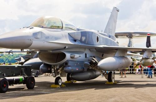 AU Singapura bahkan sudah punya F-16 D Block 52+, kelebihan varian ini bisa dipasangi tangki bahan bakar eksternal model Conformal.