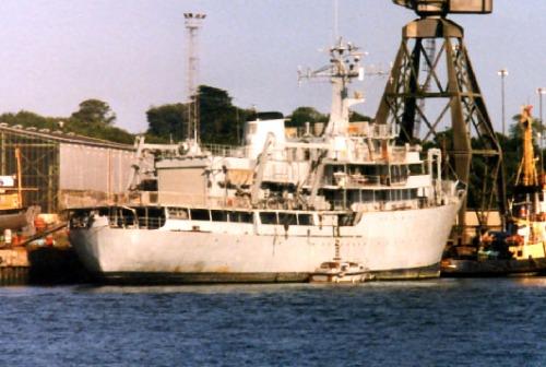 Tampilan buritan, kapal ini dibekali helipad dan fasilitas hangar.