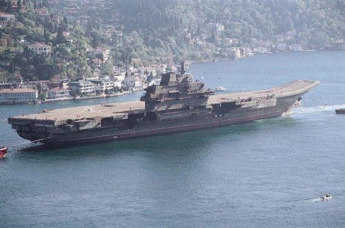 Ekpansi Tiongkok pun diperkuat dengan hadirnya kapal induk.