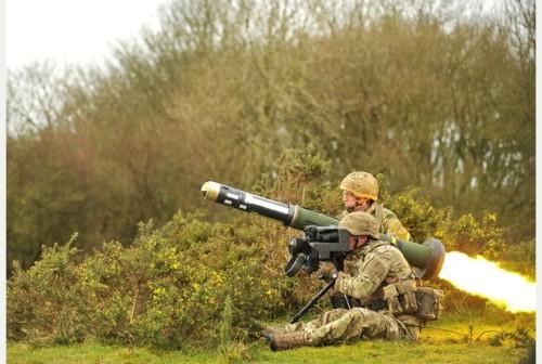 Agar stabil pengoperasian rudal dapat menggunakan tripod.