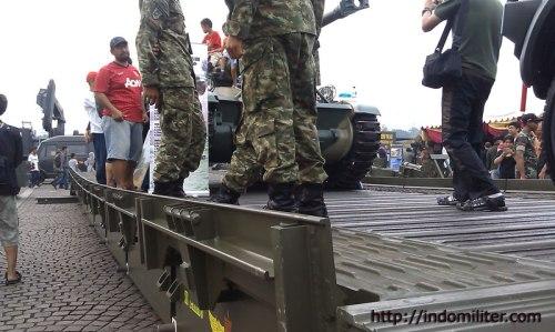 MGB Single Storey milik Yon Zipur 9 dalam Pameran Alutsista TNI AD 2013.