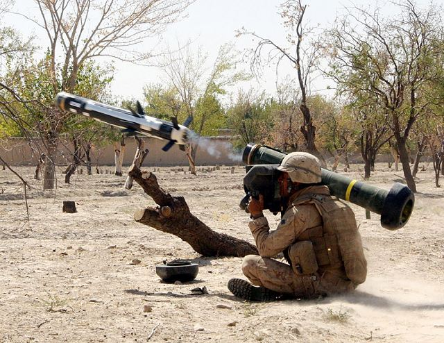 javelin_one_man_portable_anti-tank_guided_missile_Raytheon_Lockheed_Martin_United_States_640