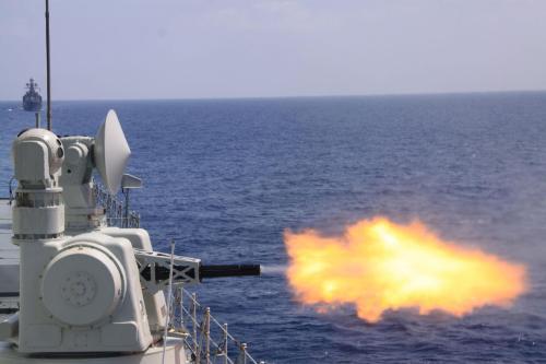 Type 730 pada Perusak Kawal Rudal kelas Luyang II. Kanon dapat memuntahkan 5.800 proyektil dalam satu menit.